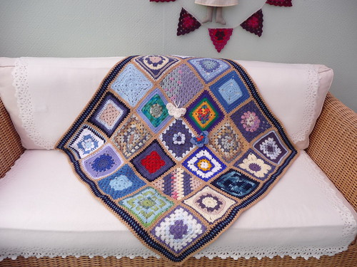 I love this blanket, the squares are gorgeous!