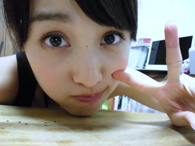  百田夏菜子  : 私服オセロ~!!!! #momoclo #momocloz