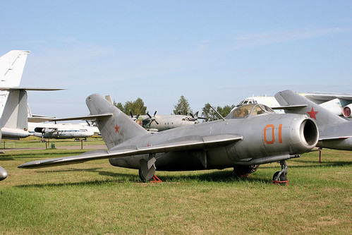 Mikoyan-Gurevich MiG-17 01 red