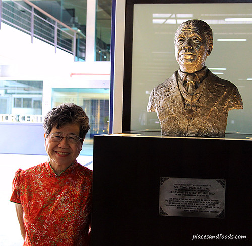 royal selangor founder statue