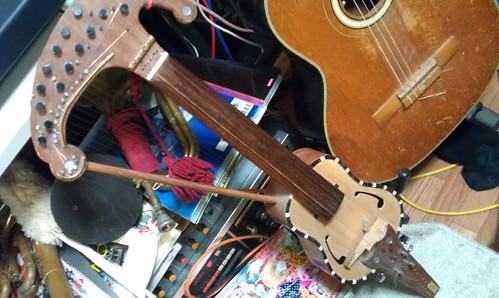 Homemade Harp Violin, by Kanda Mori