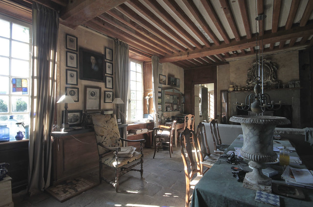 Le Château - living room
