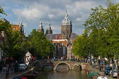 Canal Oudezijds Voorburgwal et Eglise Saint Nicholas