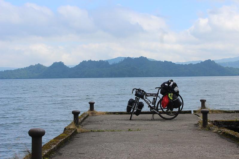 十和田湖と自転車