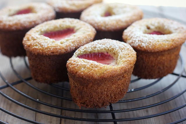 strawberry almond cakes (gluten + dairy-free)