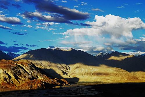 pakistan shadow brown india white snow mountains rain yellow clouds contrast river landscape colours desert vivid nopeople leh catchy ladakh jamu nubra cahemire nubrariver