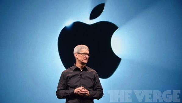 И он на фоне яблока