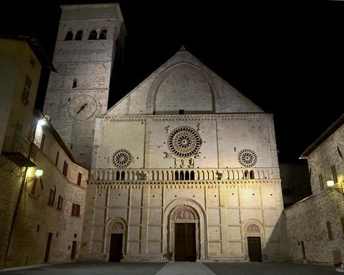 Assisi Cathedral facade illuminated at night - Cattedrale di San Rufino di Assisi, Umbria
