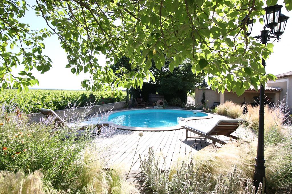 provence wine domaine rouge bleu pool