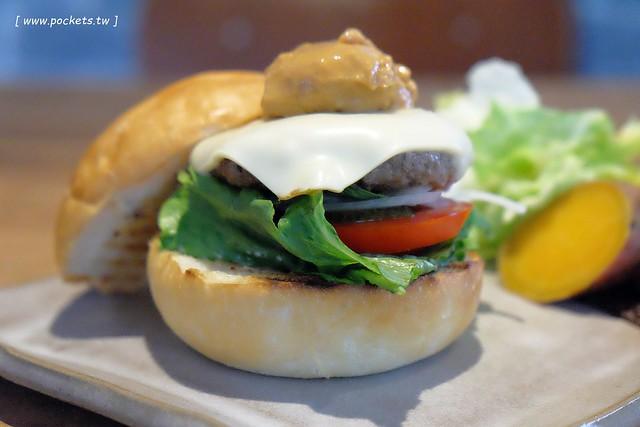 29791309256 1160617f76 z - 小葛廚房 Glady's Kitchen:優質空間的早午餐店,餐點以手作漢堡為主,鄰近水湳市場和美國學校