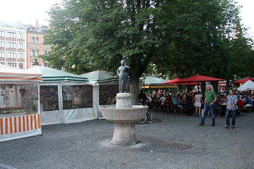 Liesl-Karlstadt-Brunnen - Viktualienmarkt