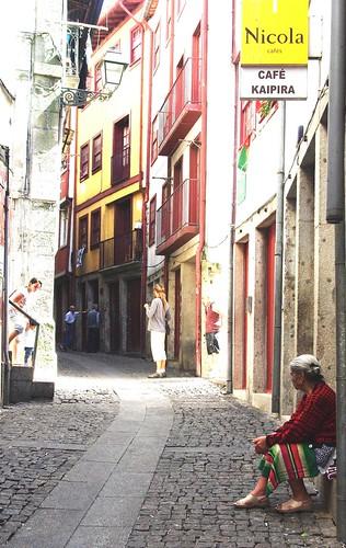 Instante en una calle de Oporto by Javier Satori