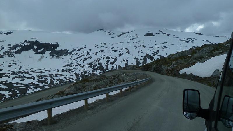 Spoplatnená cesta na vrchol Dalsnibba