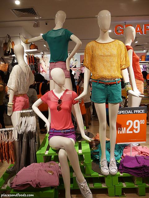 brands outlet fahrenheit 88 girls section