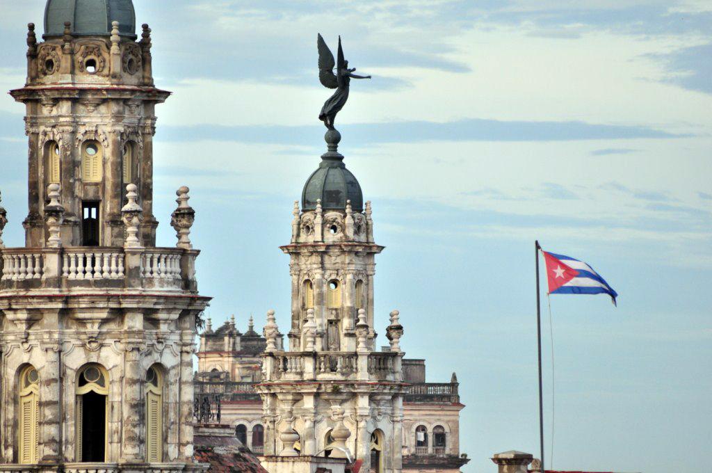 Fusión arquitectónica en las alturas de La Habana, entre el Capitolio y el Gran Teatro de La Habana. [object object] - 7816635260 ef6c77a23e o - La Habana vieja y un paseo por sus plazas