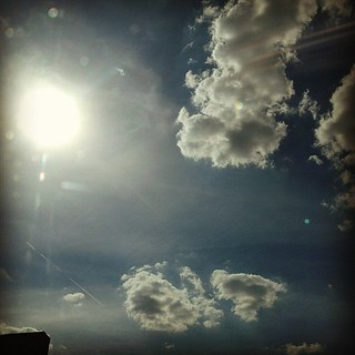 Sunny and hot. #sun #clouds #sky