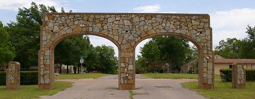 houses homes usa streets oklahoma landscapes gates parks arches photographs transportation northamerica wpa wallpapers duncan greatdepression chisholmtrail americanhistory federalgovernment waymarks municipalparks