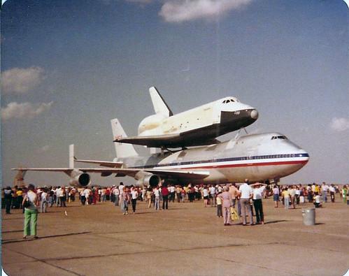 Shuttle_Enterprise_at_Ellington_Airfield_1978_4