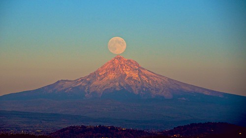 moonrise mthood pittockmansion tpe notaniphoneshot… moo…