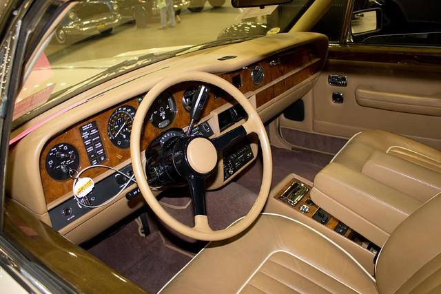 Rolls 1988 Dash