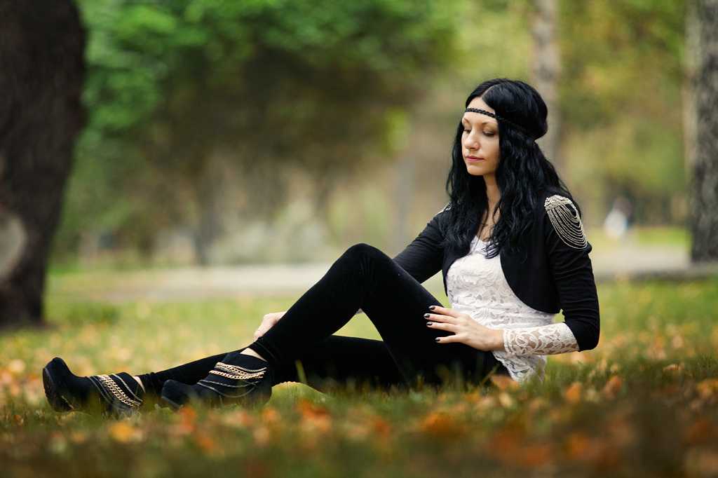 Фотосессия девушки осенью