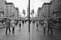 Parallel worlds II (New York, Fifth Avenue, Gucci)
