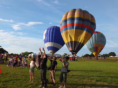 大家對著熱氣球(忘記是美國還是法國了)打招呼