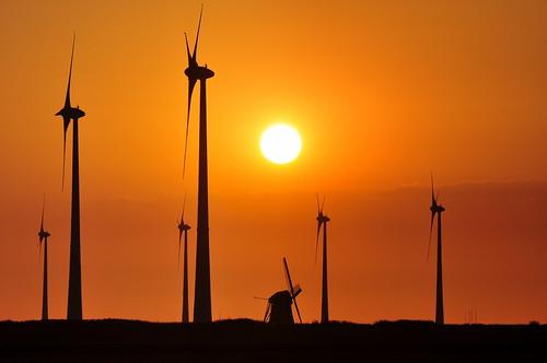 sunset netherlands landscape wind silhouettes windmills electricity groningen henk turbines windturbines turbinaseólicas windenergie eemshaven aeolus nikond90 energyvalley powerfocusfotografie