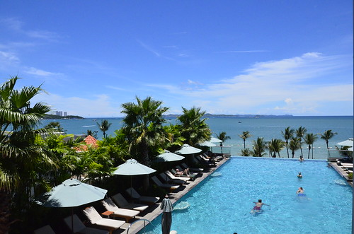 Holiday Inn Pattaya poolside