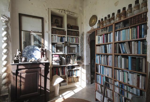 Le Château - library
