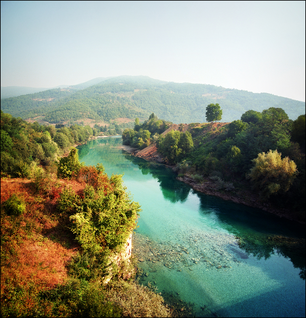 Along the Drina River, on the border of Serbia [988 x 1028]