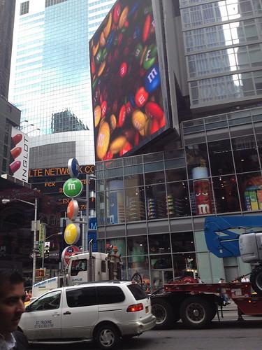 タイムズスクエア付近のm&m'sのビル。