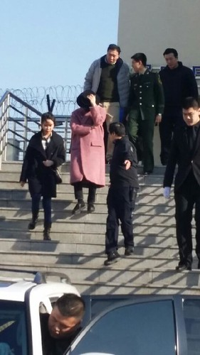 Big Bang - Harbin Airport - 21mar2015 - 蒙古酸奶權志龍 - 03