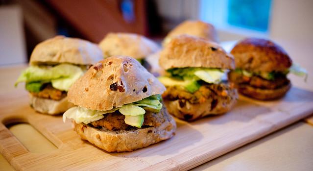 Mini vegan burgers