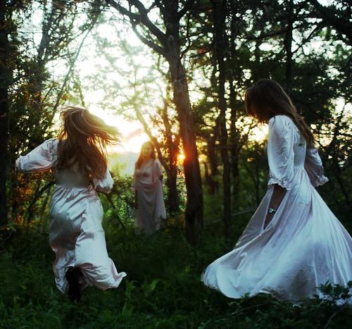 無料写真素材, 人物, 女性, 人物  三人, 人物  森林
