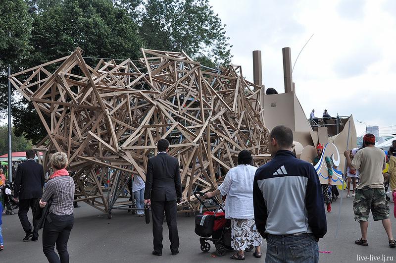 Cardboard city_073