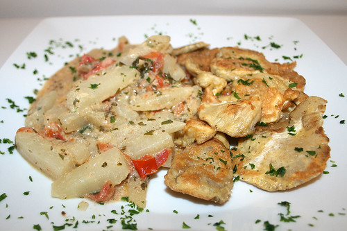 40 - Gebratene Austernpilze mit Kohlrabigemüse / Fried oyster mushrooms with kohlrabi - CloseUp