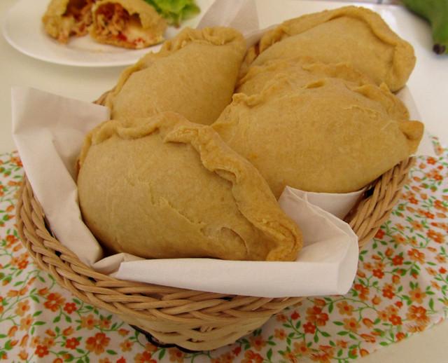 Empanada de frango com requeijão cremoso