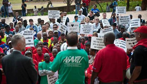 Striking staff workers at the University of Witwatersrand in the Republic of South Africa. The workers are demanding a 9 percent pay hike. by Pan-African News Wire File Photos
