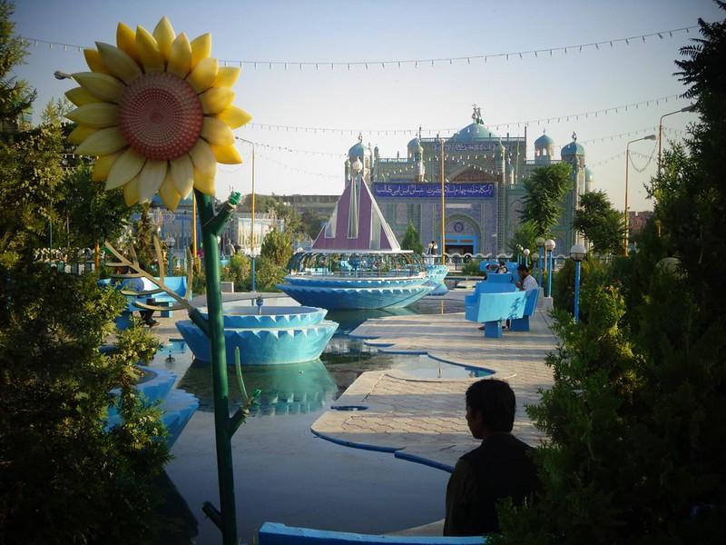 Fotografias de manhã no Santuário de Hazrat Ali em Mazar-e Sharif, Afeganistão