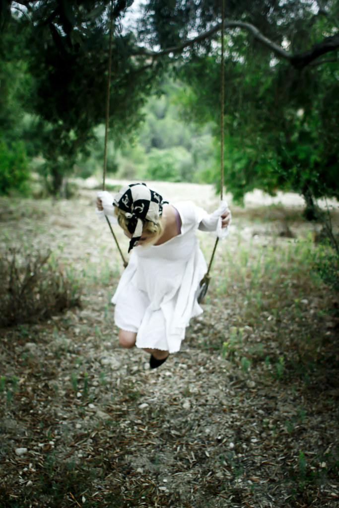 tree_swing_girl_3