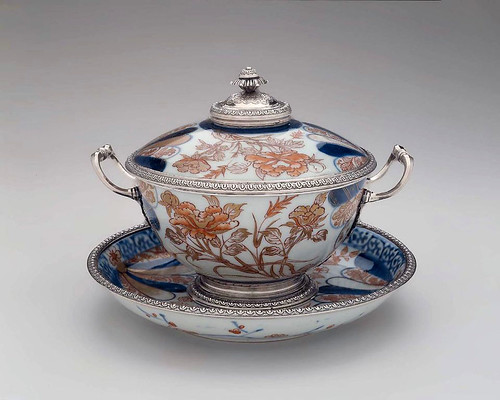 002- Bowl con tapa y plato-1717-1722-Francia-© 2012 Museum of Fine Arts Boston