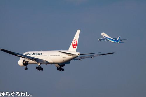 B777-200 JA8985 and B747-400D JA8960 @ Tokyo Haneda
