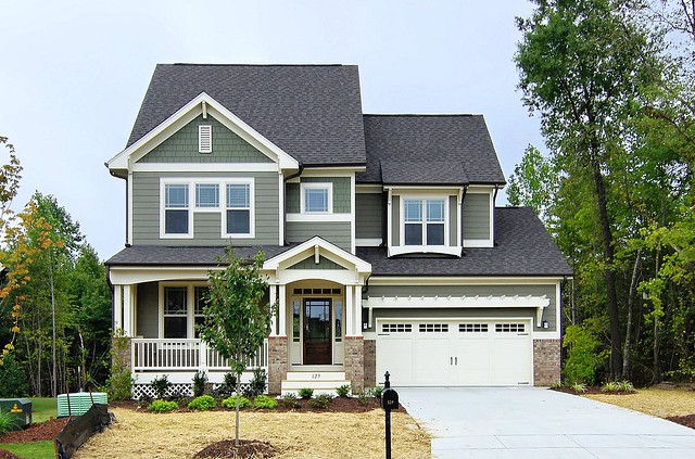 493988652847894992 in addition What Color Should I Paint The Exterior Of My Home furthermore 2012 04 01 archive furthermore Domesticolor blogspot also 215901. on houses with grey siding white trim