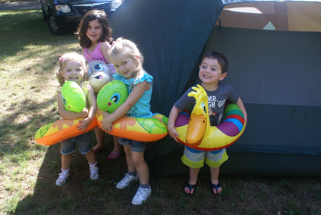 Lilah, Jayden, Vivianne & Ari + Their Floaties