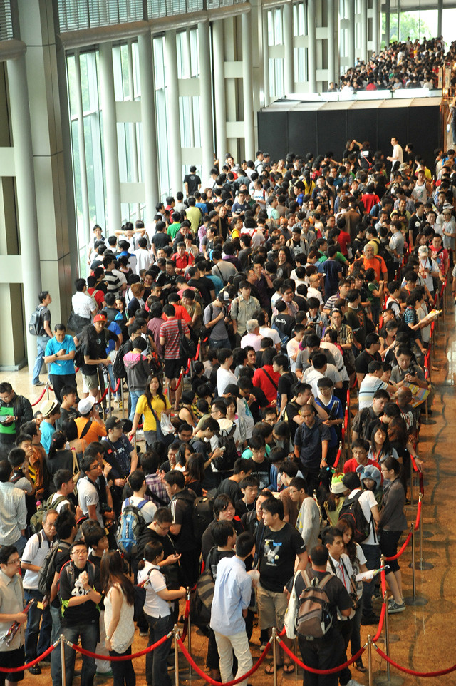 Crowd at STGCC 2011 (hi-res)