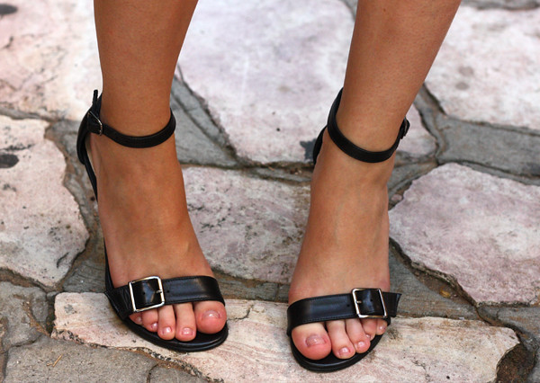 ankle_strap_sandals