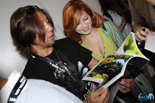Aki Takanori is browsing the pages
