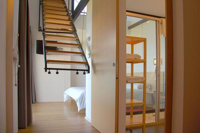 Escalera de la suite para acceder al balc n o a la otra - Habitaciones con escaleras ...