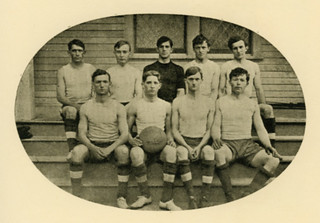 Pomona's first men's basketball team in 1906-07
